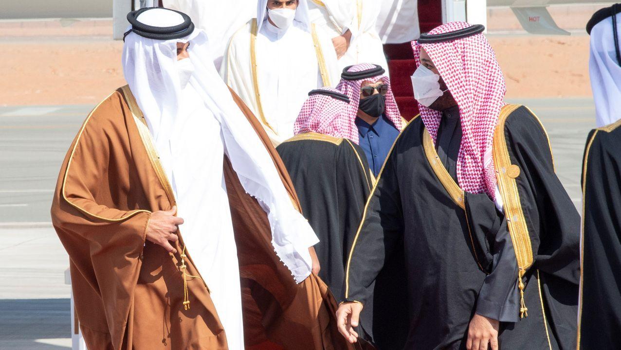 Las imágenes de la Cabalgata de Reyes estática en Vigo.El príncipe Mohamed bin Salman (derecha) recibió al emir de Catar (izquierda), en el aeropuerto de Al Ula, la ciudad saudí que acoge la cumbre del Golfo