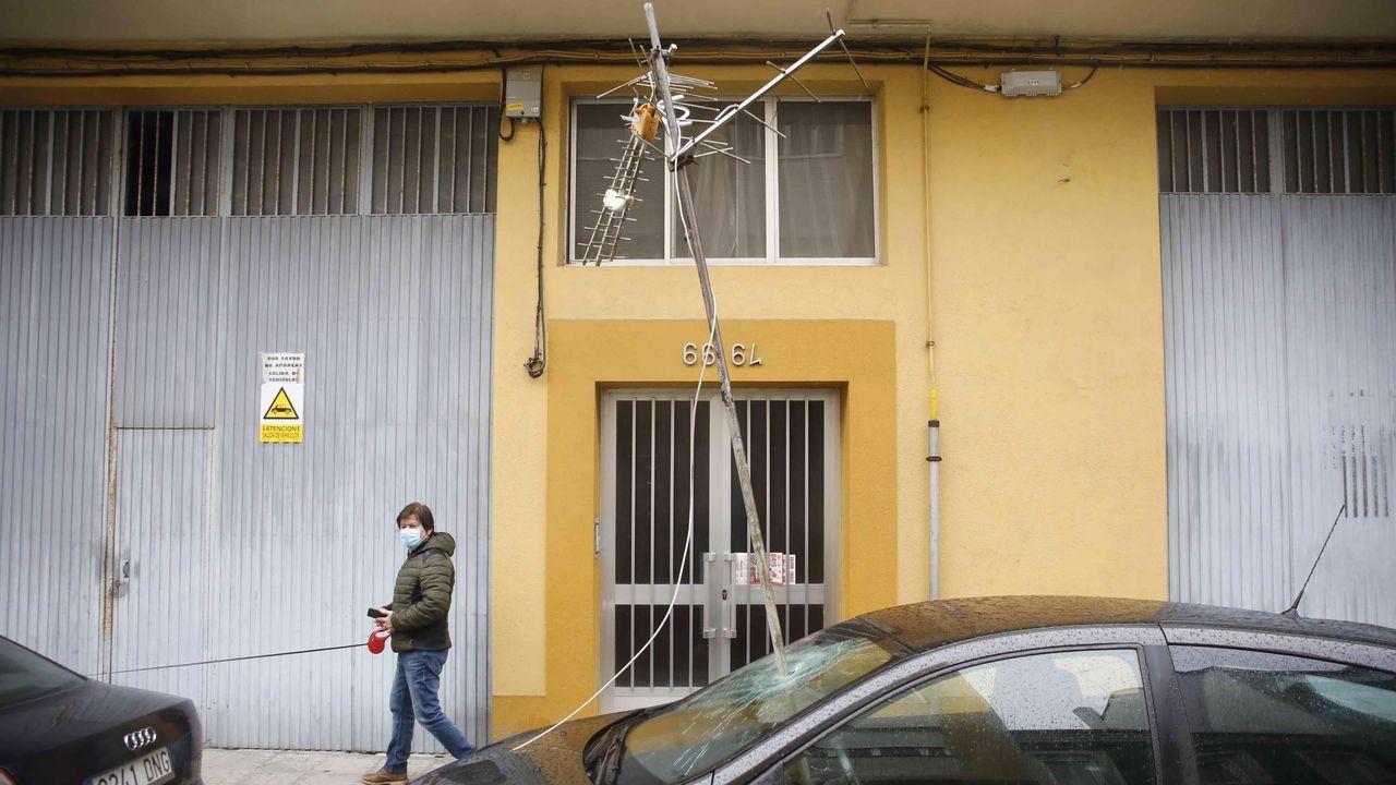 Castromaior, un castro con unas vistas privilegiadas del centro de Lugo.Una antena cayó sobre la luna de un coche en la Rúa Magnolia