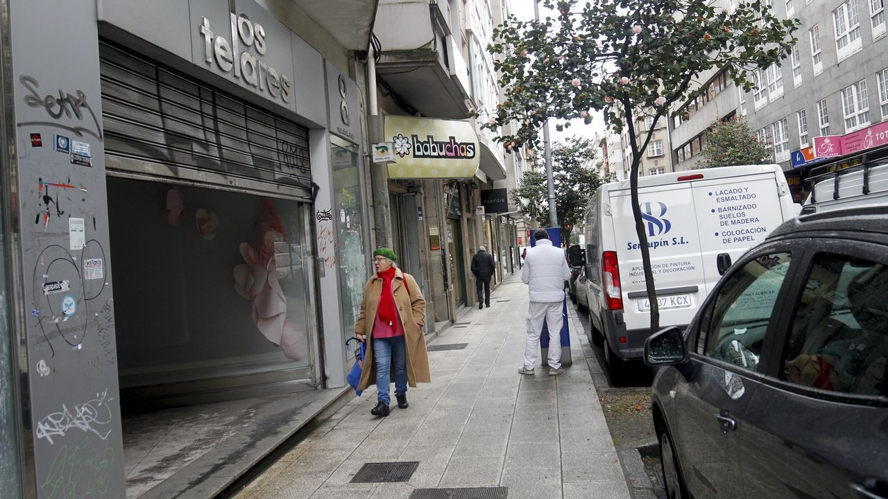 Trabajadoras de la firma de moda infantil Pili Carrera en la fábrica de Mos