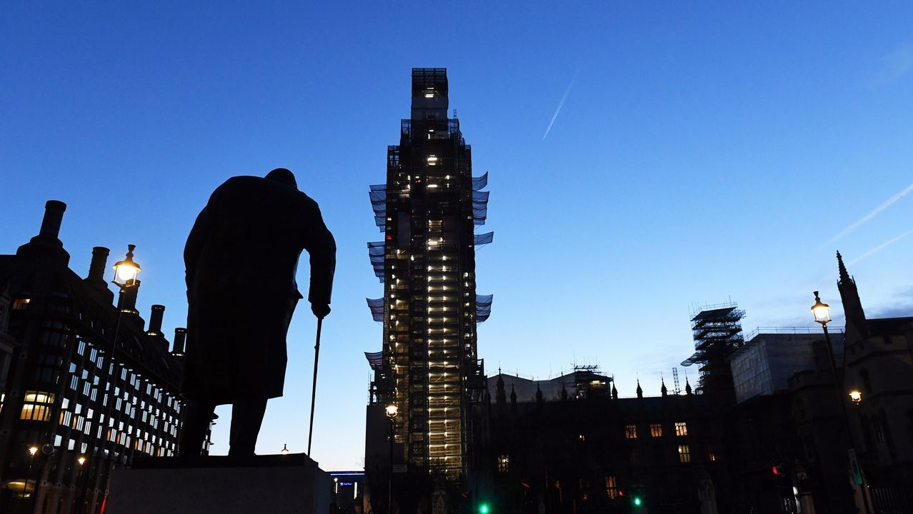 Las Casas del Parlamento al amanecer, en Londres, Reino Unido. La Cámara de los Comunes británica retomado el debate sobre el pacto para la salida de la Unión Europea propuesto por la primera ministra, Theresa May, en un ambiente de creciente tensión y divisiones