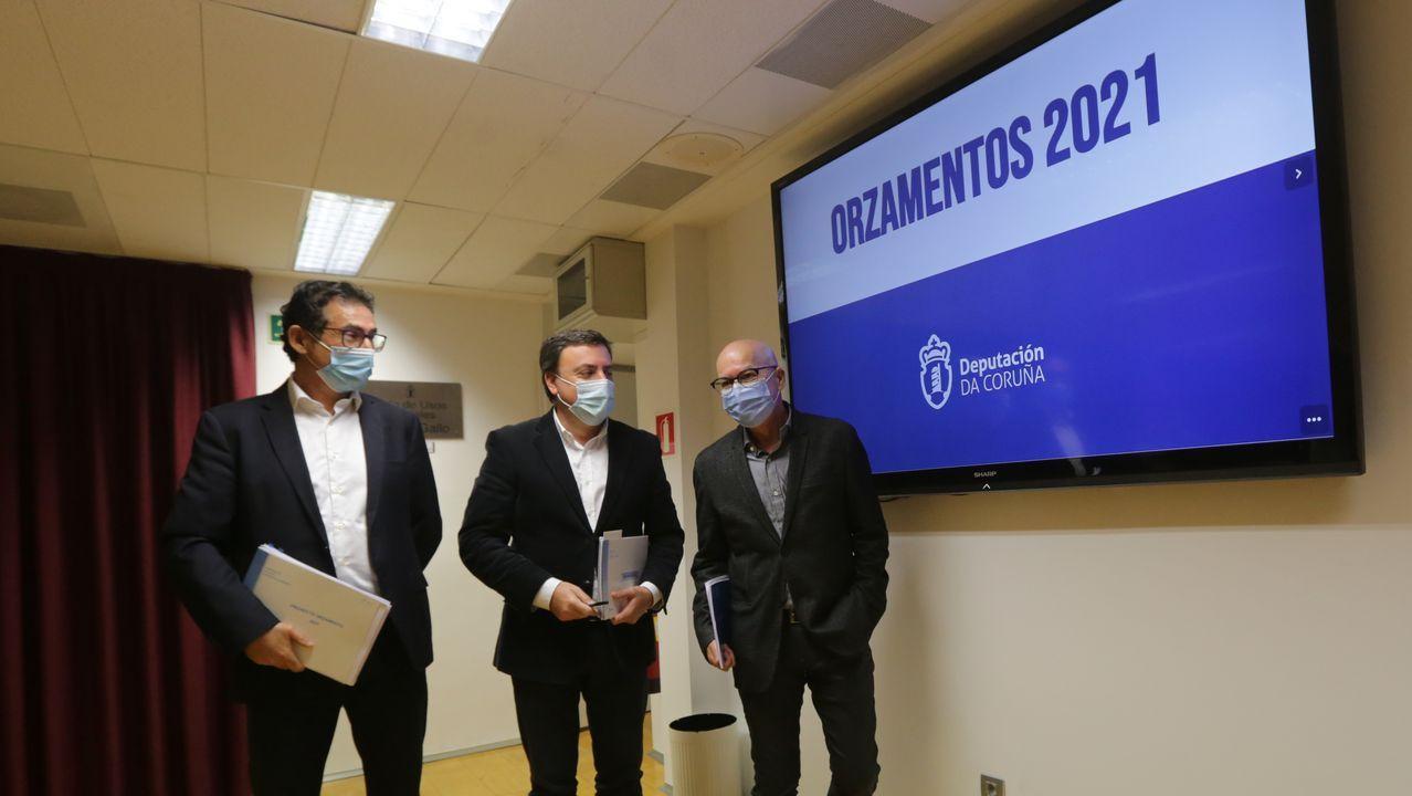 Antonio Leiva, Valentín González Formoso y Xosé Regueira en la presentación de los presupuestos de la Diputación