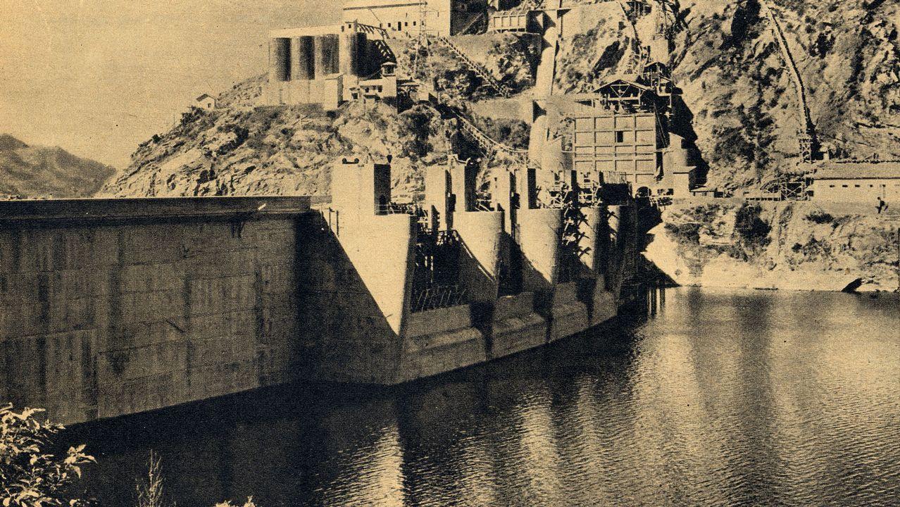 Un aspecto de la parte posterior del muro de la presa hidroeléctrica