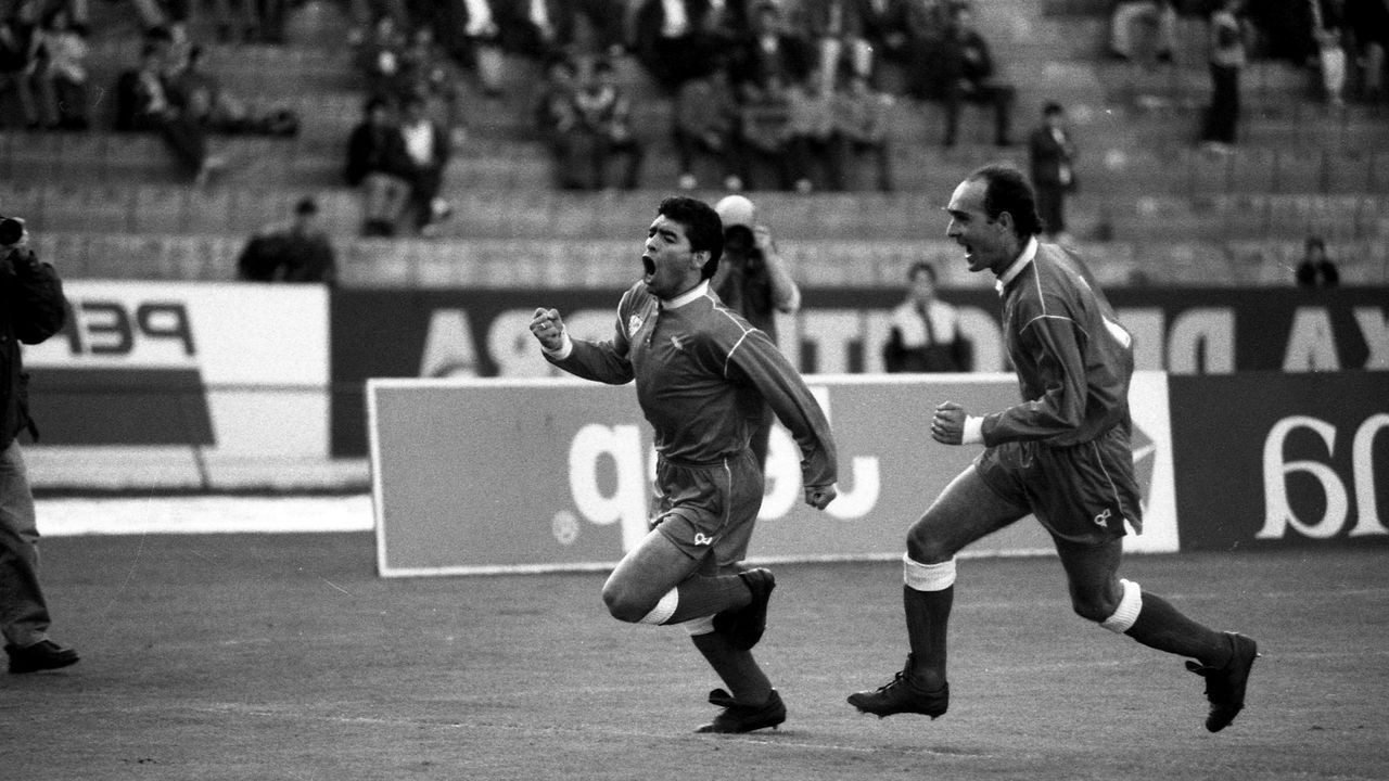 Celebrando un gol en Balaídos con el Sevilla en 1992