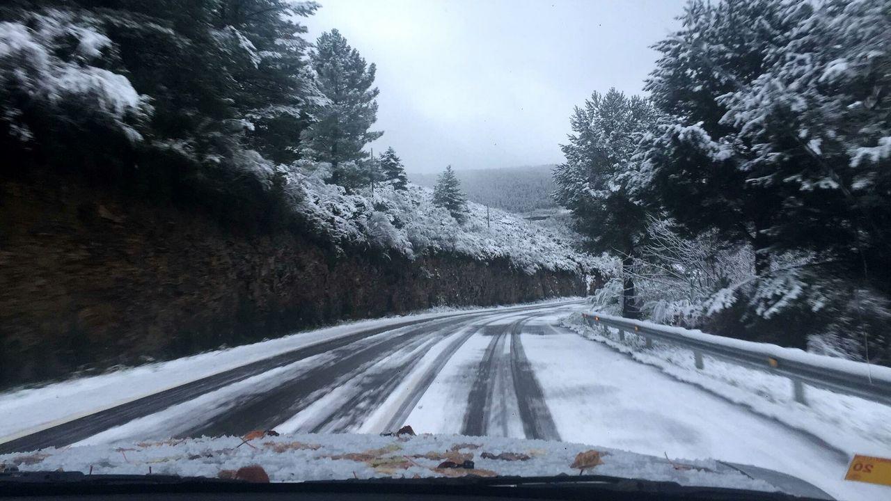 La carretera que une Folgoso do Courel con Quiroga fue uno de los viales afectados por las nevadas