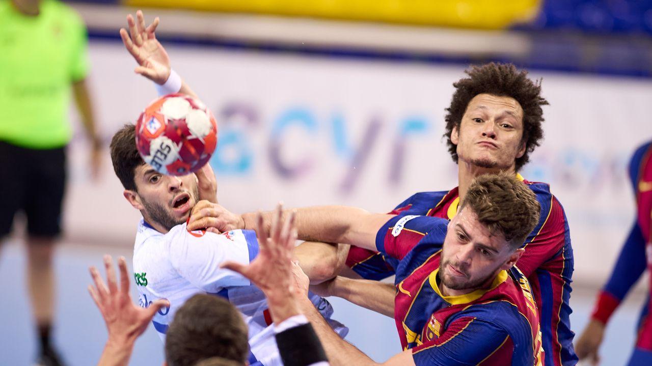 Las imágenes del balonmano Cisne - Atlético Valladolid.El Cisne confirmó su descenso de categoría al caer en la pista del Bidasoa
