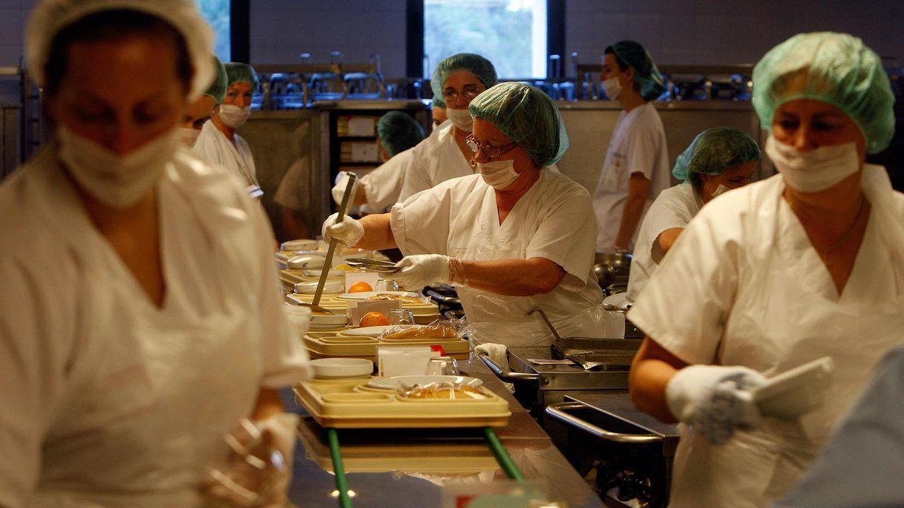 Imagen de archivo del 2009 de la cocina del Chuac, la más grande de Galicia, tomada antes del inicio de la pandemia del covid