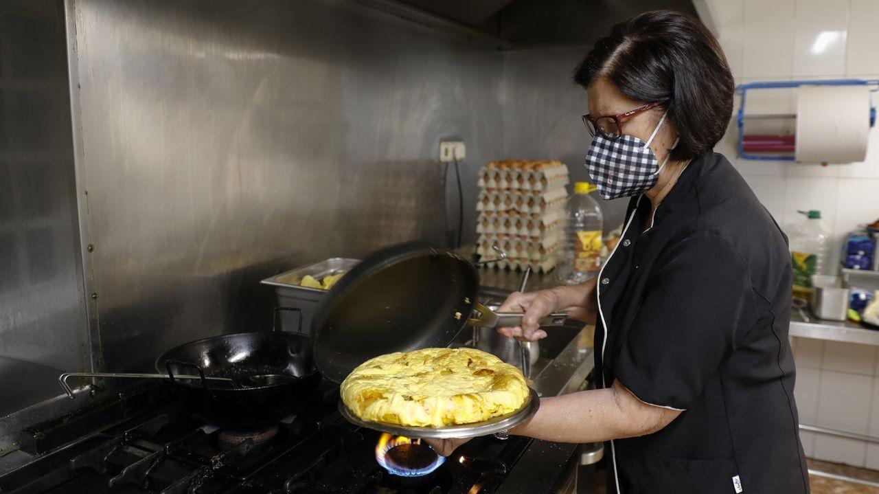 Armando Blanco. La Casa de las Tortillas (Teo). Más de medio siglo lleva Evangelina Rey haciendo tortillas. Aun así, siempre las prepara al gusto del cliente. Y todo, al momento. ¿El secreto? Buen producto y ganas de trabajar en la cocina.