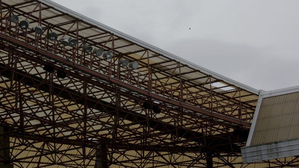 Cubierta del estadio de Riazor rota