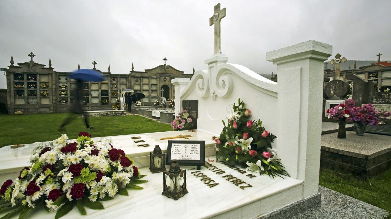 Las floresengalanan los cementerios en la jornada previa a Difuntos