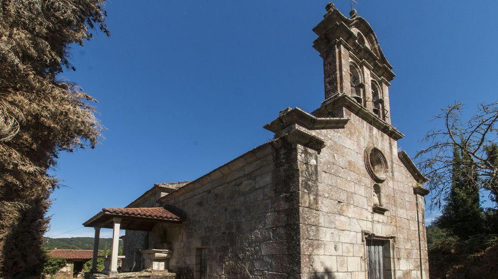 Exterior de la iglesias de A Sariña