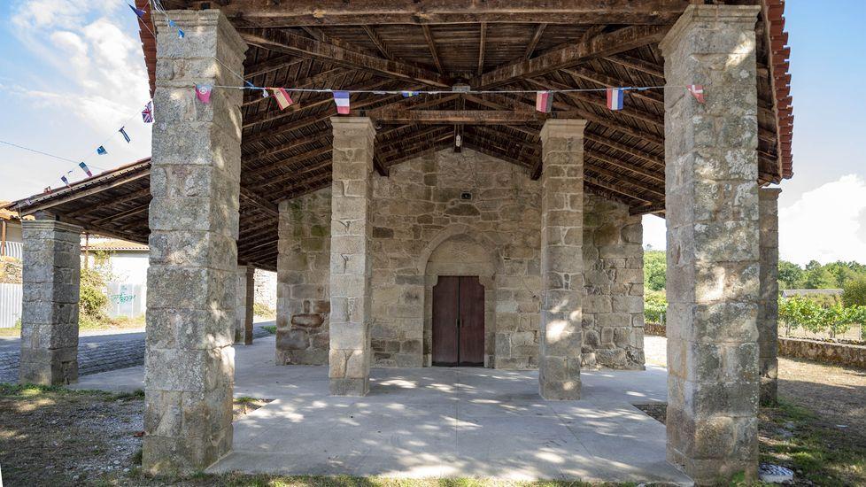 Pórtico de acceso al santuario de as Augas Santas