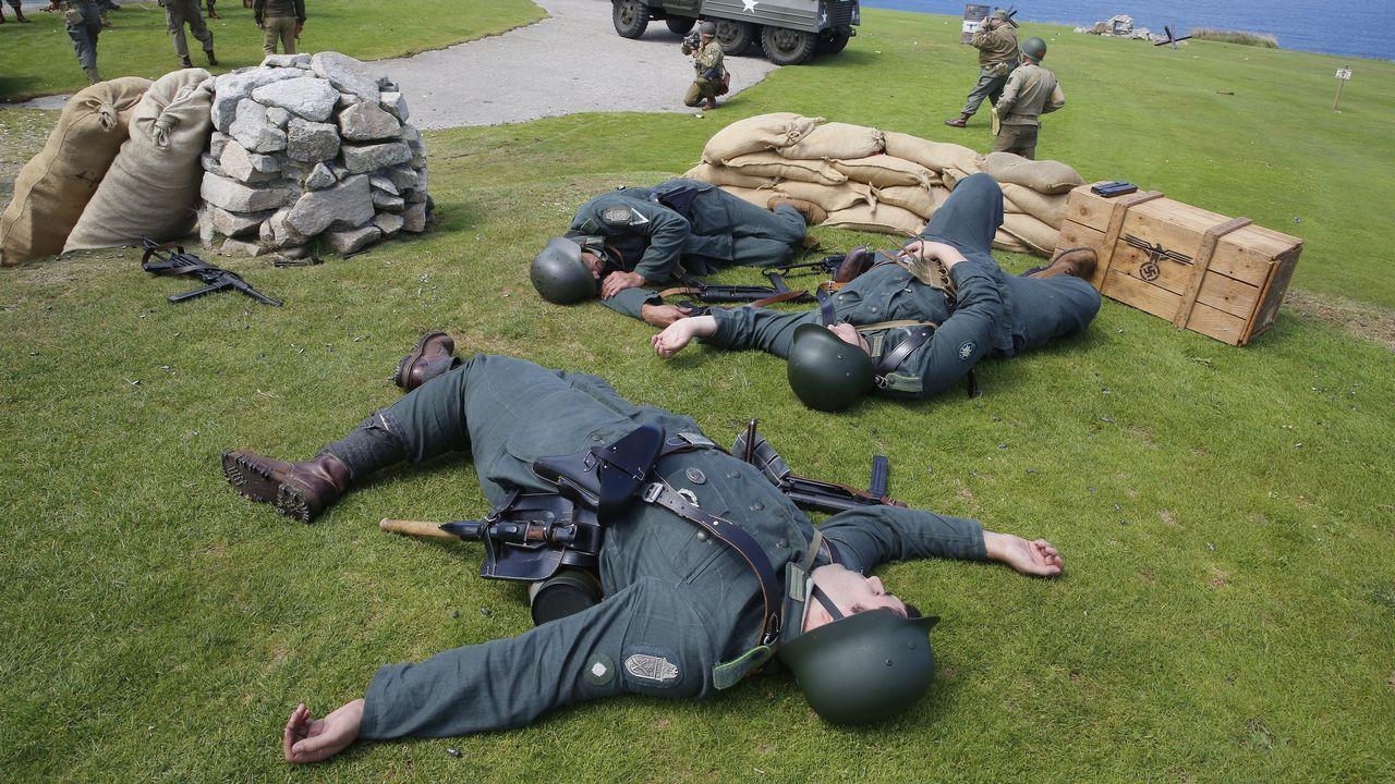 Miguel Bosé: «No sé qué pasa siempre en Galicia pero es punto y aparte».Recreacion de la batalla de Normandia en el monte San Pedro.