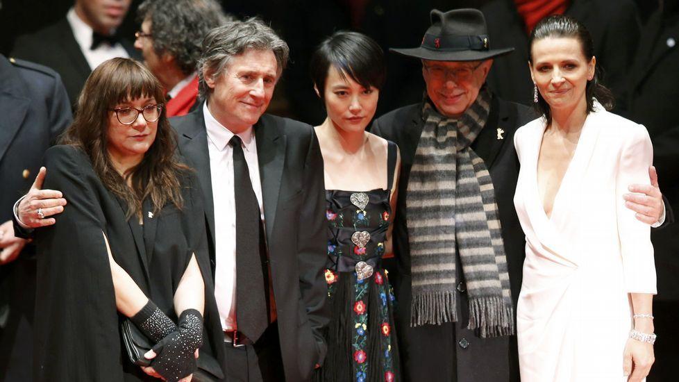 El director de la Berlinale dieter Kosslick junto a Rinko Kikuchi, Juliette Binoche, Gabriel Byrne y la directora Isabel Coixet.