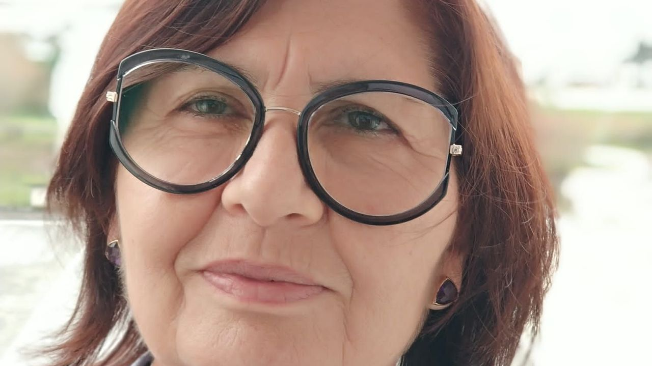 Asun Pérez Pérez, mestra