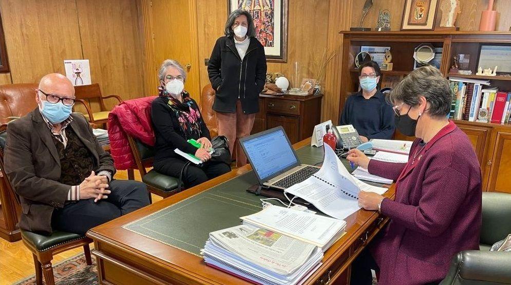 Reunión de la alcaldesa de Xinzo con los responsables del programa