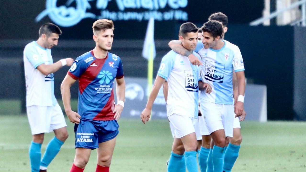 Todas las imágenes del Compostela-Barco.Jon Erice persigue a Saúl Berjón durante el Real Oviedo-Albacete