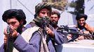 Combatientes talibanes en el aeropuerto internacional de Kabul