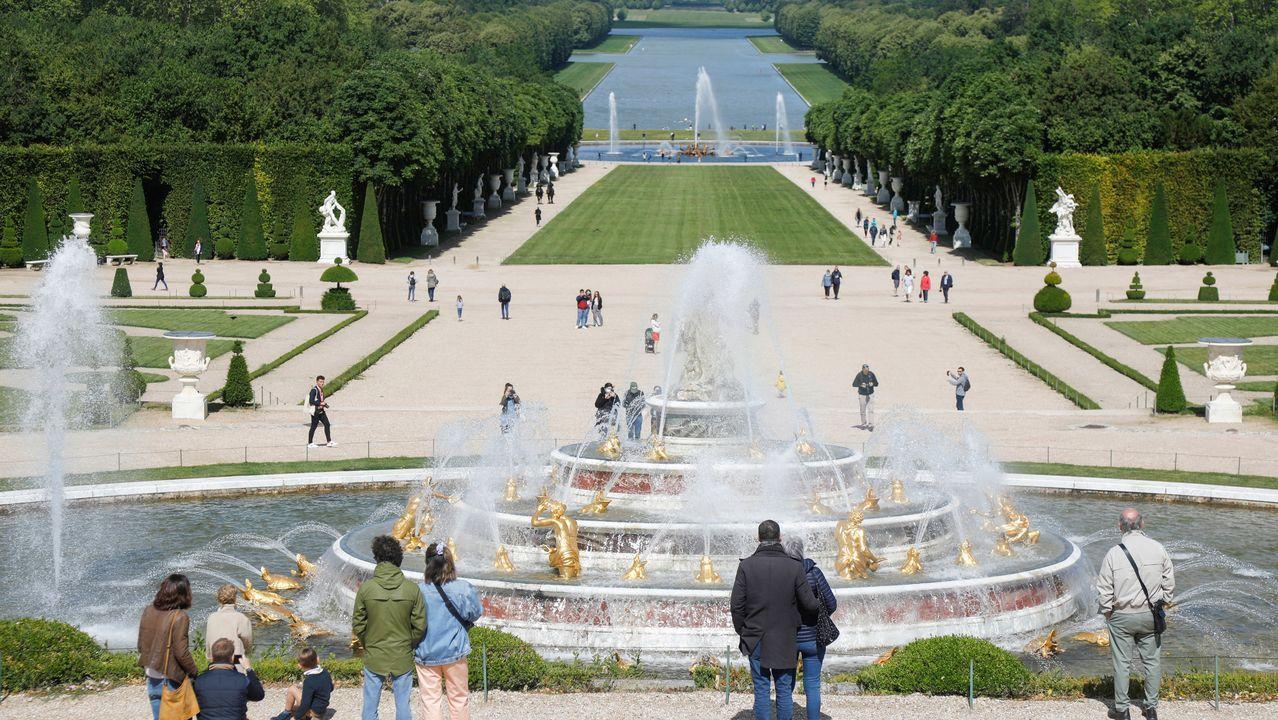 El Palacio de Versalles reabrió este sábado sus puertas a los visitantes, tras más de dos meses y medio de cierre por la crisis del coronavirus
