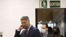 El alcalde de Badalona, Xavier García Albiol, se dirige a ofrecer una rueda de prensa tras la presentación de una moción de censura contra él este viernes.