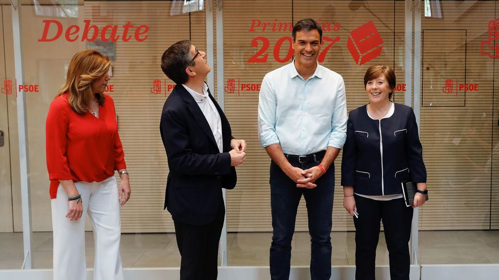 Los partidarios de Sánchez celebran la victoria al grito de «Sí es sí».Imagen de archivo de la proclamación de Pedro Sánchez como secretario general del PSOE, recibiendo la felicitación de Susana Díaz. Era 2014