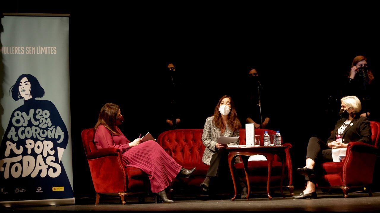 Presentación del libro A Coruña das mulleres, presidida por la alcaldesa, Inés Rey