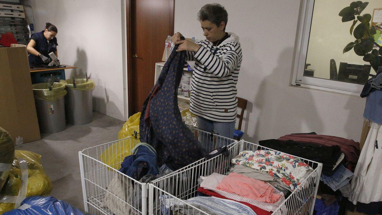 Una decena de personas trabajan en las instalaciones de Insertega. Otras 120 lo hacen en talleres ocupacionales preparando las prendas