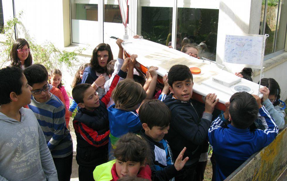 Los alumnos del colegio de O Pindo ayudaron a reparar la embarcación no tripulada «SS Scot».