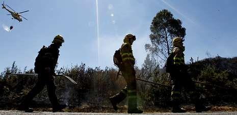 Siete brigadas de la Xunta y el servicio de Protección Civil se coordinaron para la extinción de las llamas en Luou.