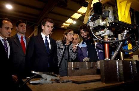 La presentación de Facebook.Feijoo y la secretario de Estado de I+D+i anunciaron la inversión en su visita al centro láser Aimen.