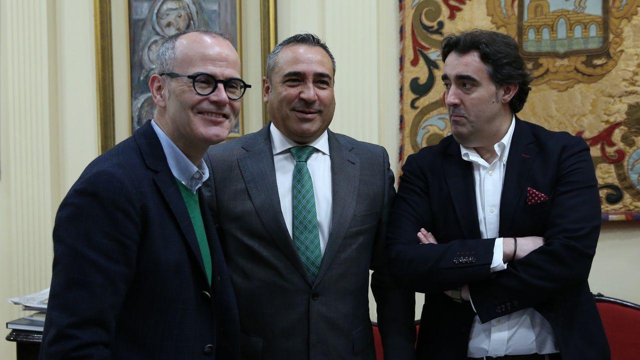 Alberto Veiga dirige la emisora Onda Fuerteventura y también presenta todo tipo de actos