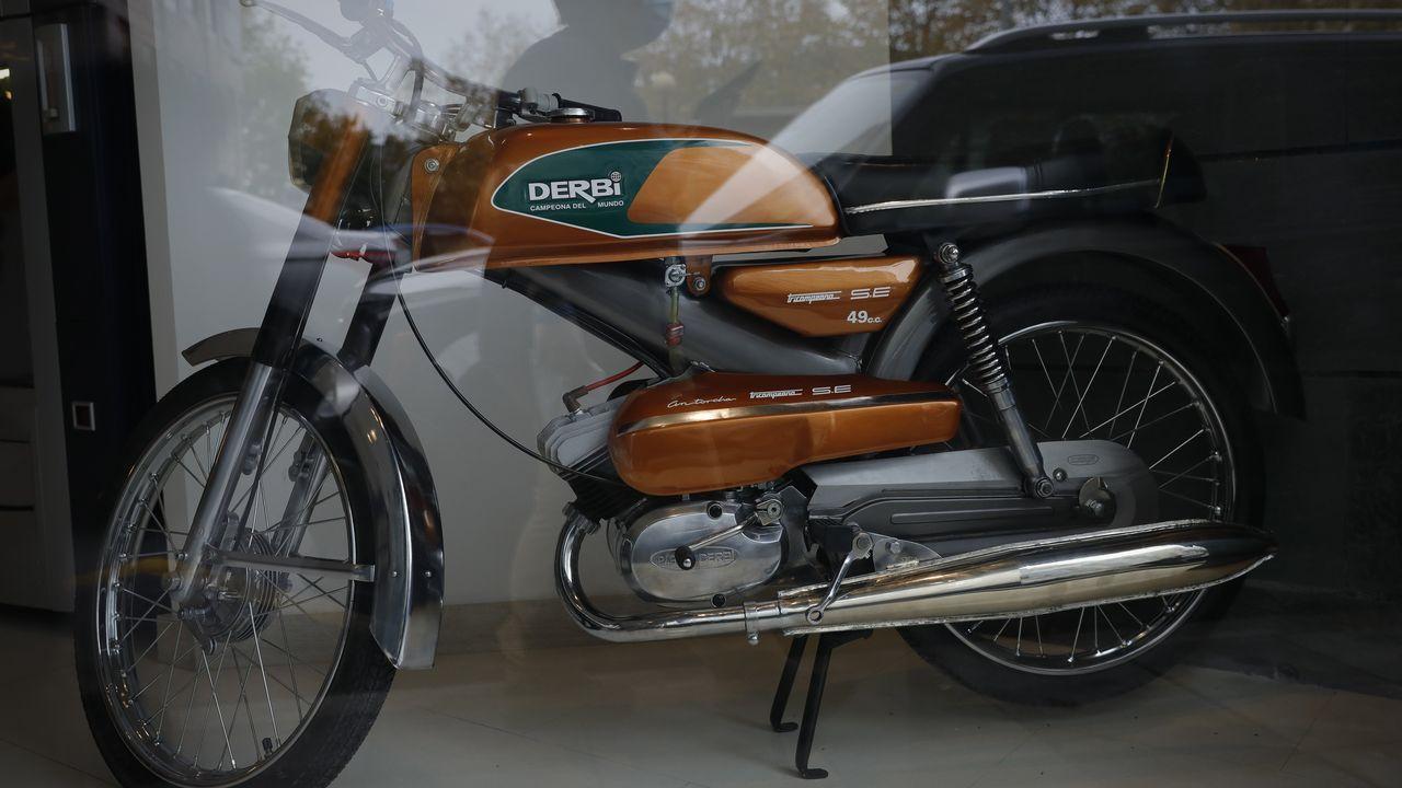 Una moto, entre los elementos expuestos que pueden contemplar los visitantes del estudio durante su recorrido