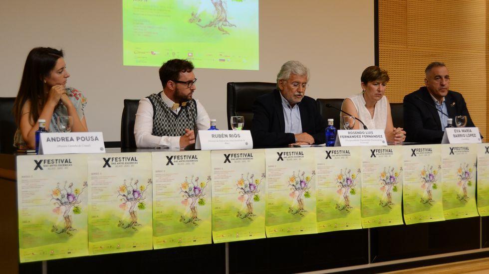 Guerra de almohadas en el festival de Teatro para Bebés Núbebes.Roberto Sánchez Ramos en la presentación de «Escena Moza»