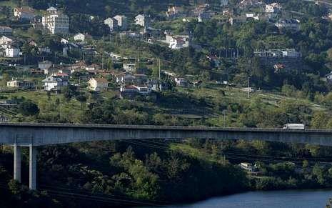 <span lang= es-es >Autovía a A-56</span>. El primer estudio del trazado de la vía entre Ourense y Lugo, que llegaría por Cudeiro, se hizo en el 2006.