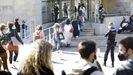 Aspirantes accediendo a las pruebas del mir en la Facultade de Económicas del Campus Universitario de Vigo