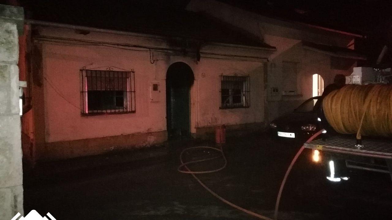 Hospital Valle del Nalón.Incendio de su vivienda en Conde de Santa Bárbara, en Lugones, Siero