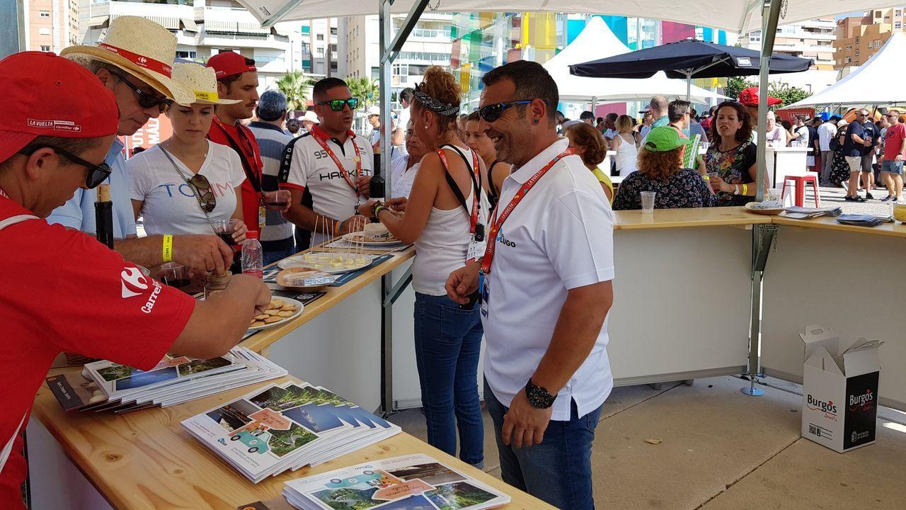 Subasta en<span lang= gl > Adai</span>.Puesto dedicado a la gastronomía lucense en la Vuelta del año pasado