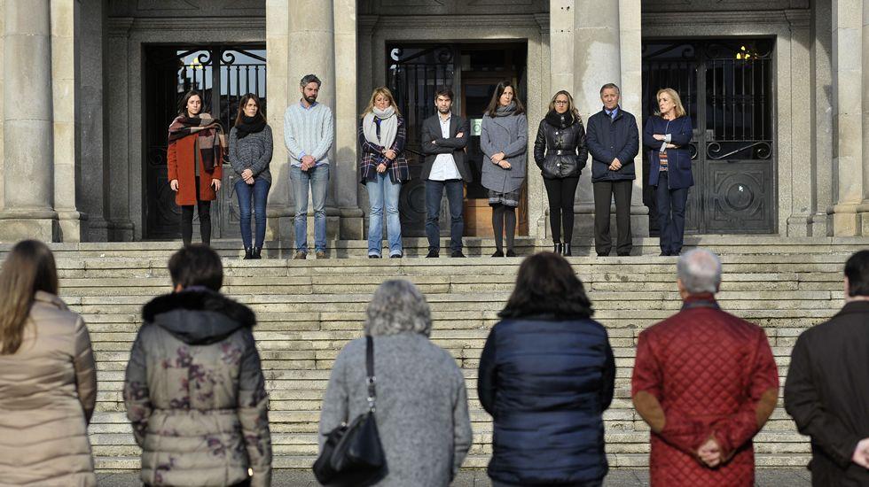 violenciamachista.Concentración contra la violencia de género ante el Concello de Ferrol