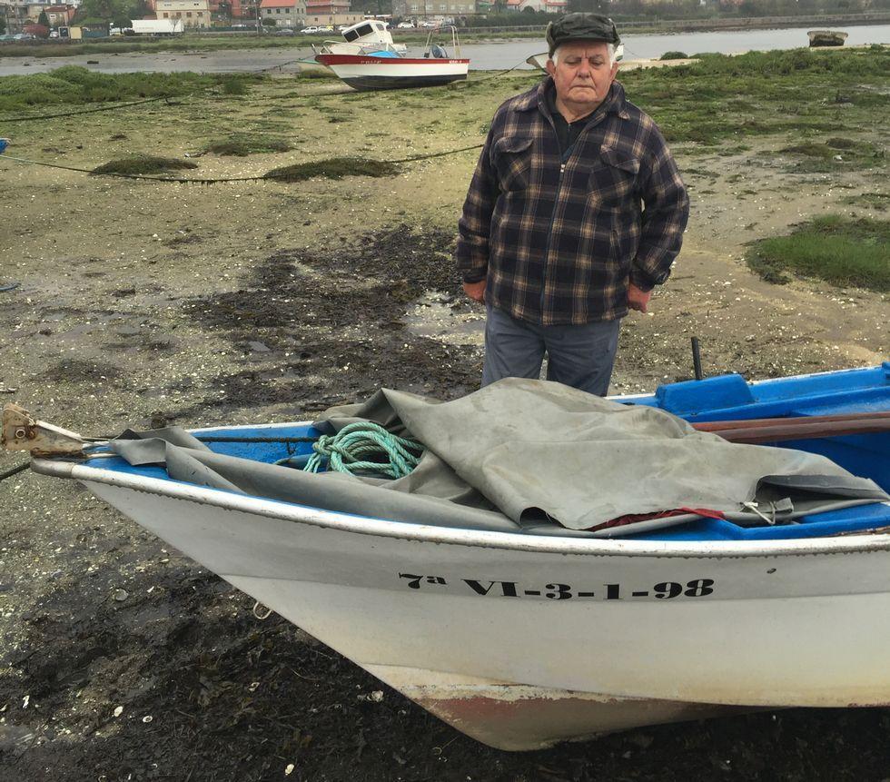 Raimundo Veiga, junto con su embarcación «Piru Dos».