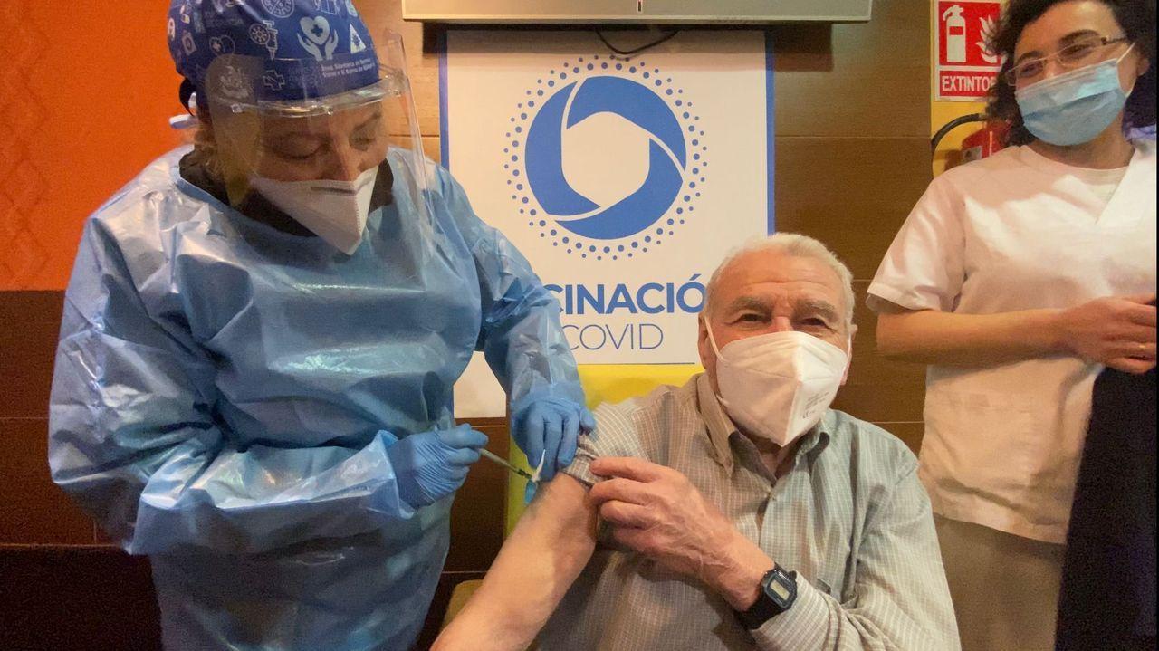 Inocencio Corbal recibe la segunda dosis de la vacuna en Ourense