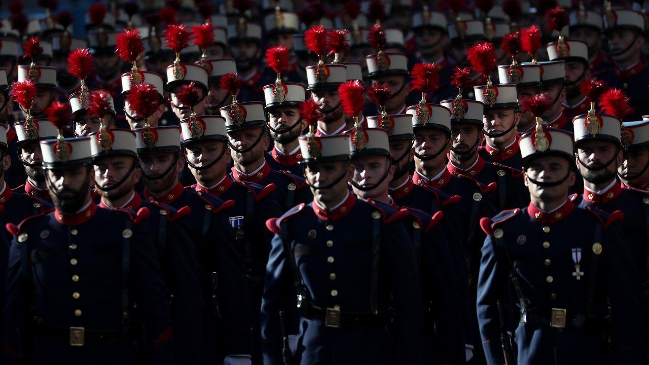 Desfile del Dia de la Fiesta Nacional: Miembros de la Guardia Real