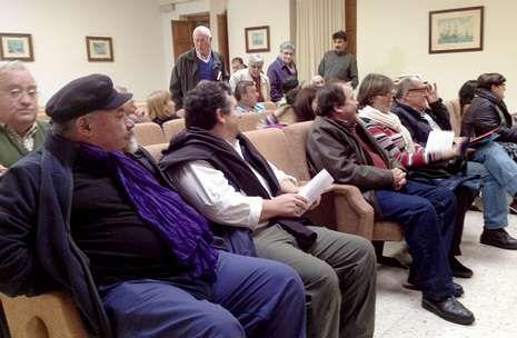 <span lang= es-es >Reunión informativa anoche, en Ribadeo</span>. El salón de actos de la Casa do Mar acogió el acto informativo convocado por el sindicato Unións Agrarias.