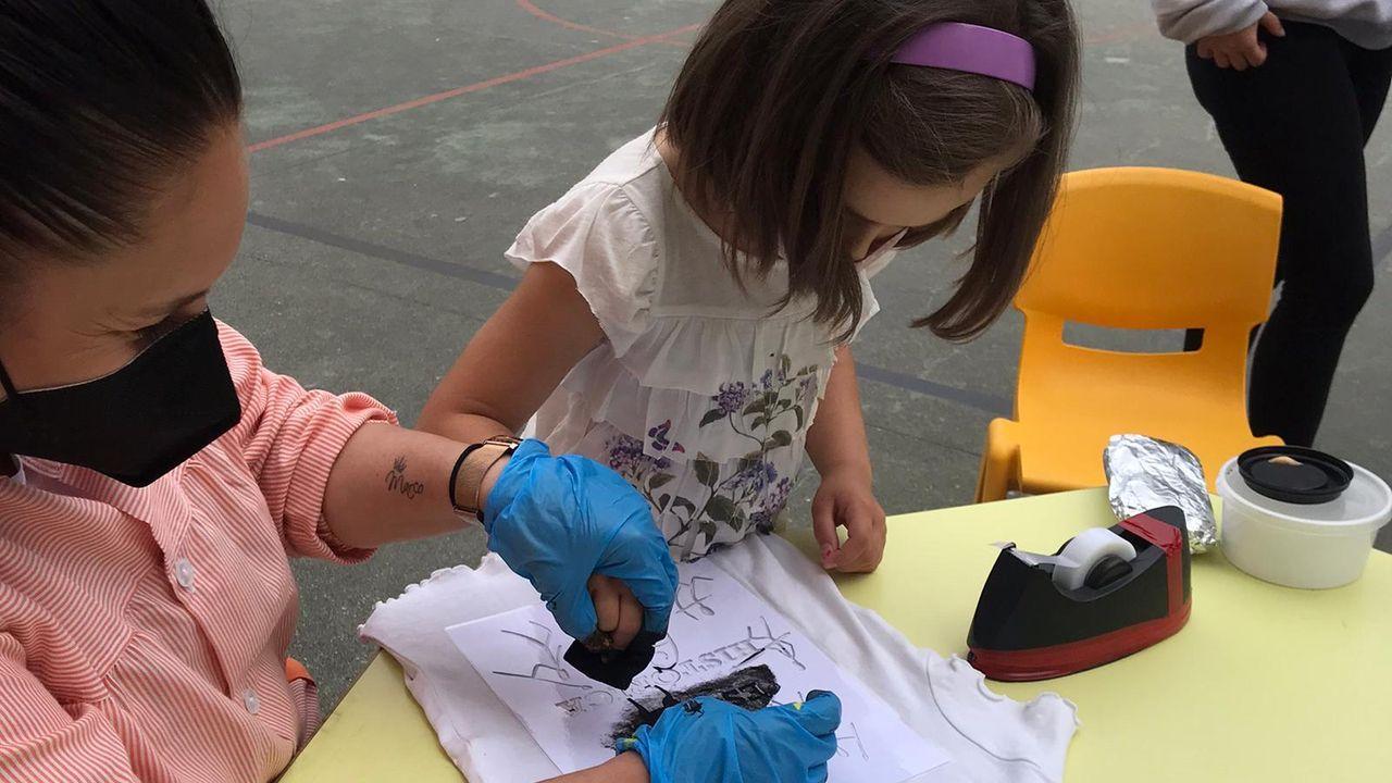 El colegio Divina Pastora de Ourense se convierte en un campamento histórico.Imagen de archivo de niños de educación infantil y básica llegando al colegio en su primer día de clase.