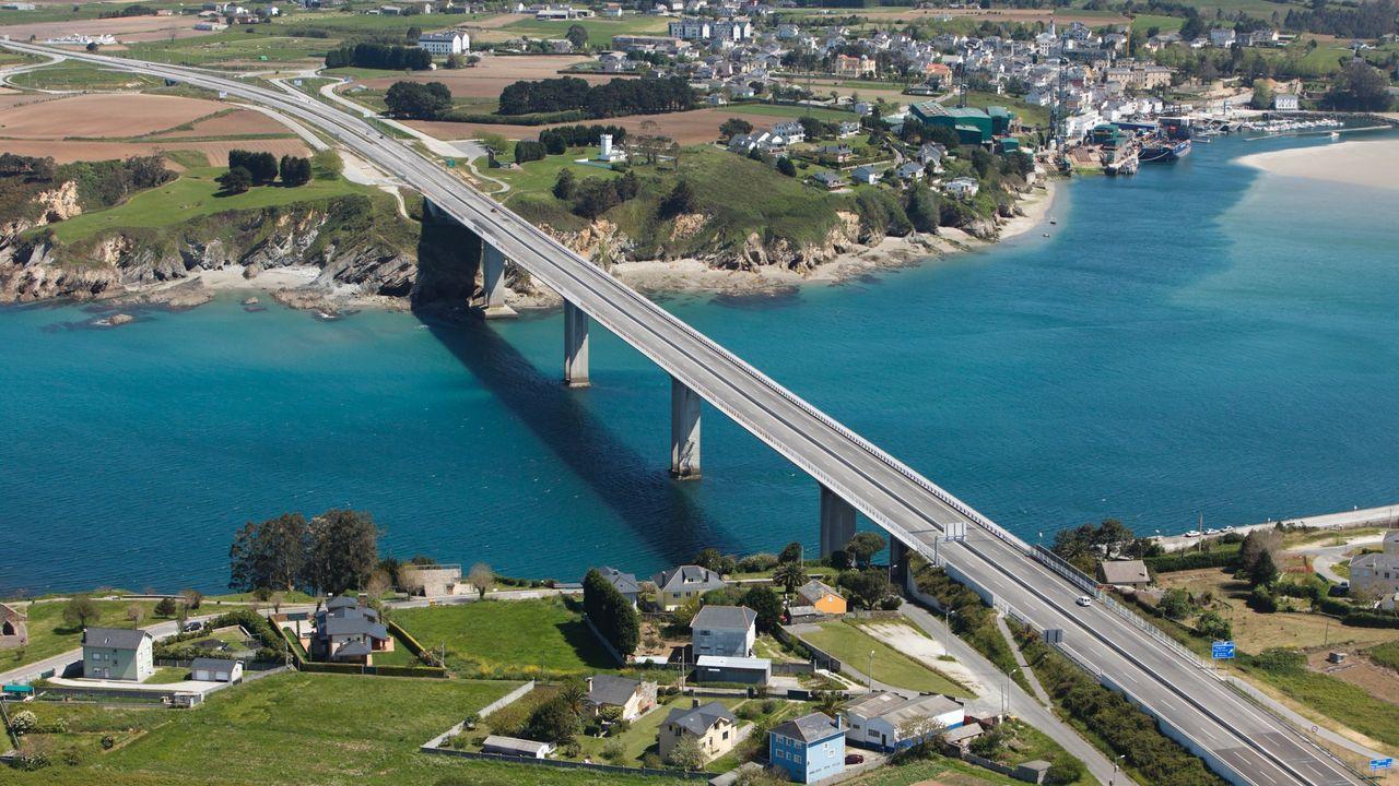 La UE cofinanció con más de 200 millones de euros la autovía del Cantábrico. En la imagen, el puente de los Santos