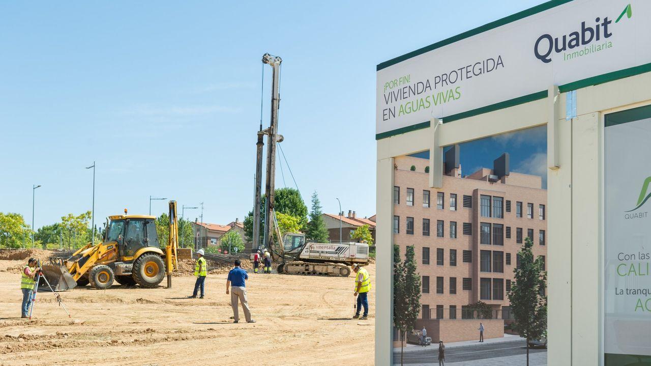 El 2020 también fue año de nuevas aperturas.La plantilla de Alu Ibérica de Avilés, concentrada delante de la Junta General, en Oviedo