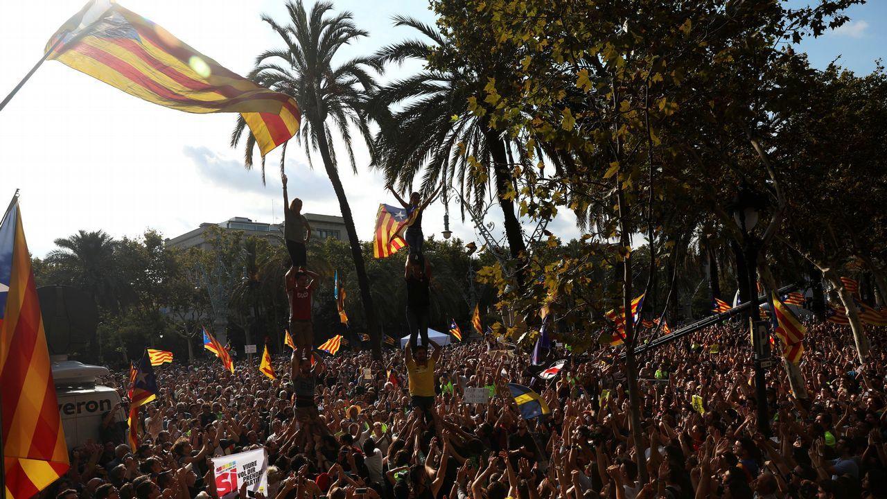 Miles de secesionistas se concentraron a lo largo del día ante el tribunal superior catalán