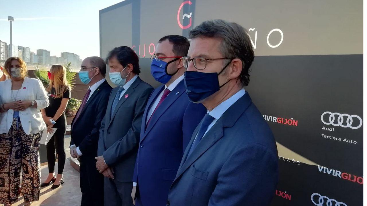 Lambán, Fernández, Barbón y Feijoo en la entrega del premio «Gijonés del año»