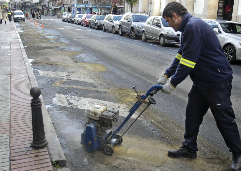 <span lang= es-es >Adiós al carril bus</span>. El 18 de diciembre del 2011 operarios municipales retiraron el carril bus de la calle San Andrés, que había sido criticado por parte de los comerciantes y vecinos de esa zona.
