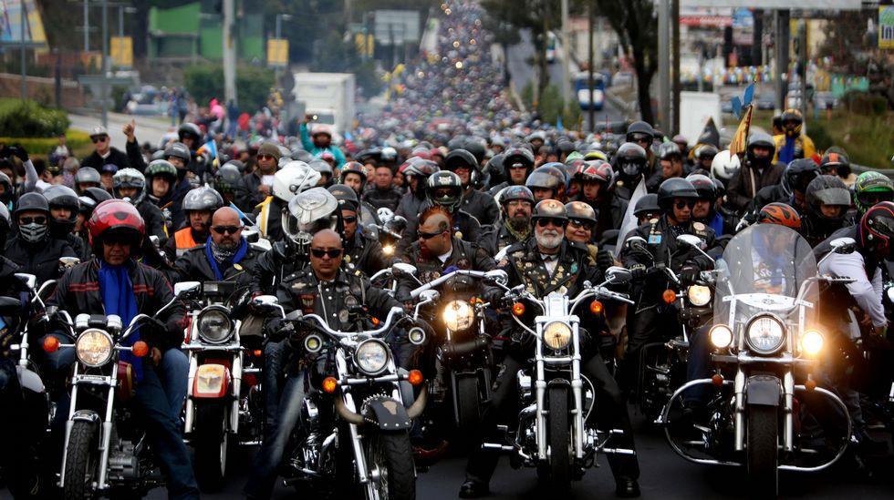 Peregrinación en moto para adorar al Cristo Negro.Así estaba ayer el campo de As Lagoas como consecuencia de las trombas de los últimos días.
