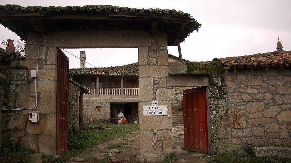La Casa do Noguedo, construida hace dos siglos, forma por sí sola un núcleo de población