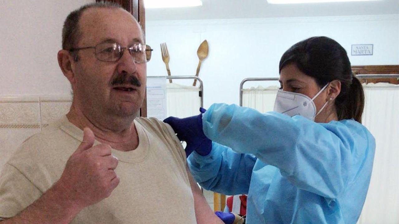 Vacunación con la segunda dosis en una residencia de Huelva